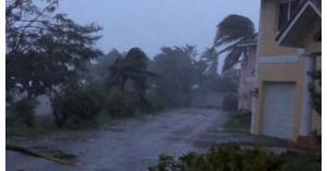 إعصار دوريان يخلف قتلى ودمارا ″كارثيا″