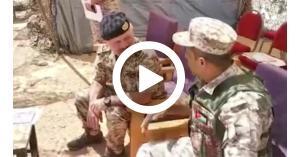 الملك يقوم بزيارة مفاجئة لضباط صف وأفراد كتيبة الدفاع الجوي المديداني 73