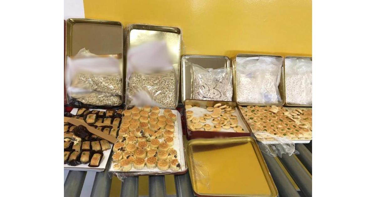 احباط تهريب مخدرات أُخفيت داخل علب حلويات (صور)