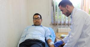 موظفو العدل يتبرعون بالدم لمركز الحسين للسرطان