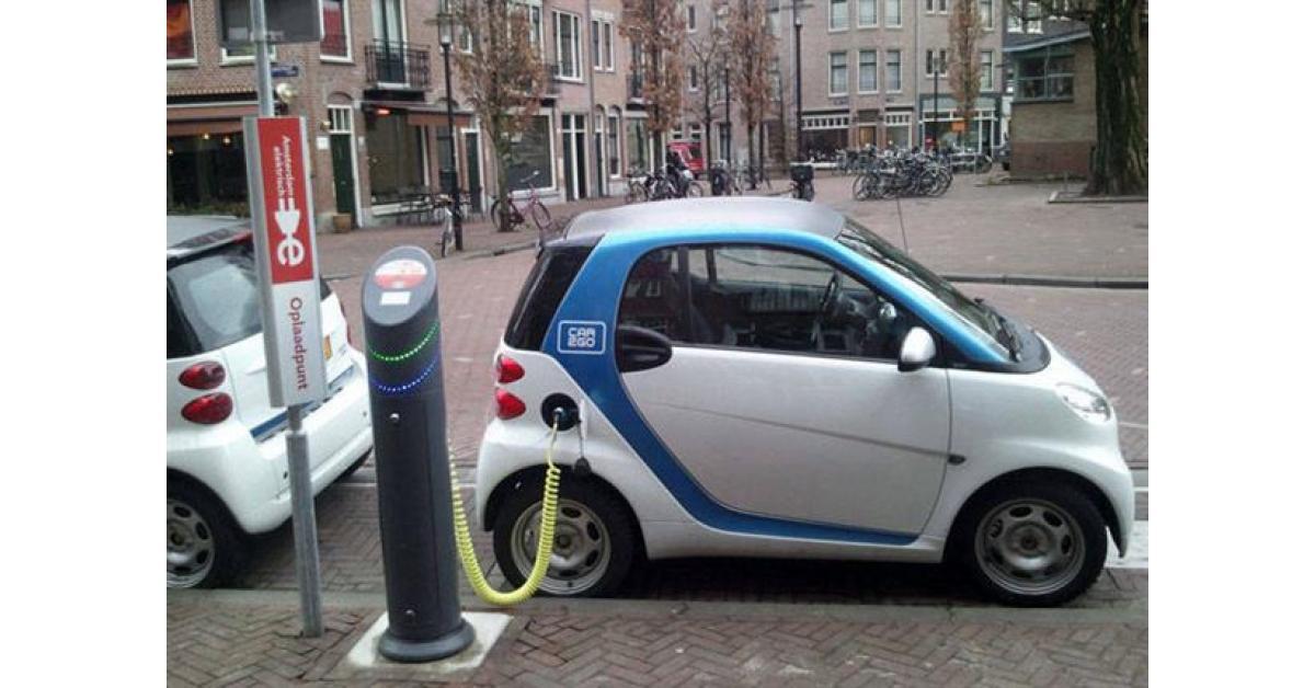 الشواربة: توجه لوضع 40 نقطة شحن مجانية لمركبات الكهرباء