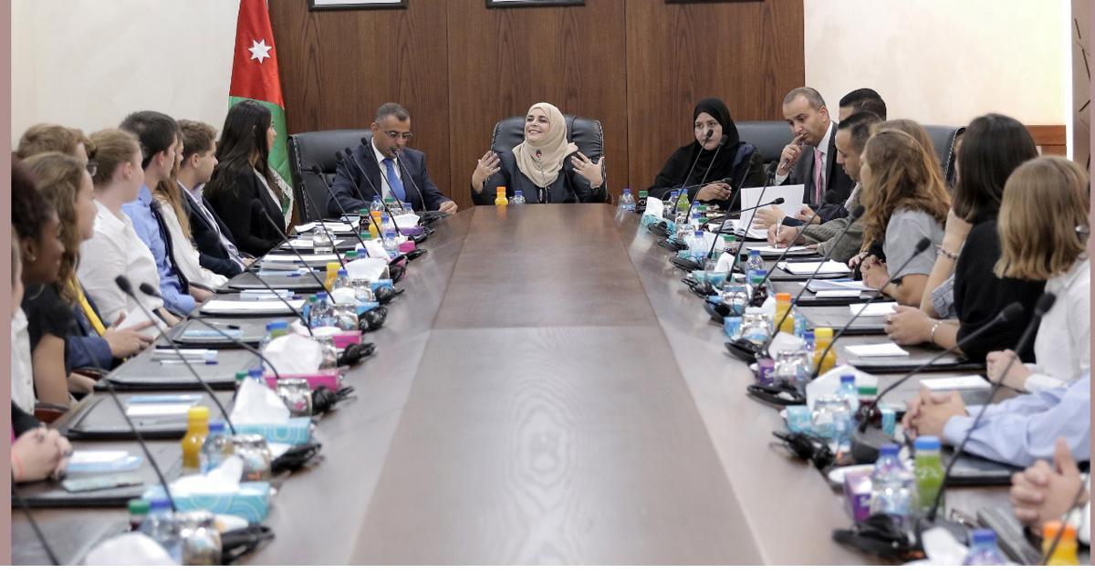 أبو دلبوح: السبل متاحة للنهوض بواقع المرأة وتعزيز دورها