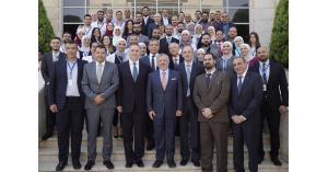 الملك يزور مجمع الملك حسين للأعمال
