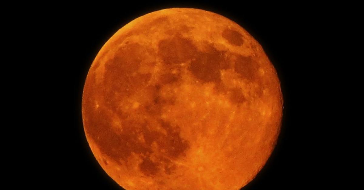 """الليلة """"قمر الحصاد"""" يزين السماء احتفاء بالخريف"""