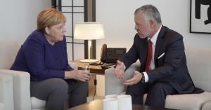 الملك يجري مباحثات مع المستشارة الألمانية في برلين