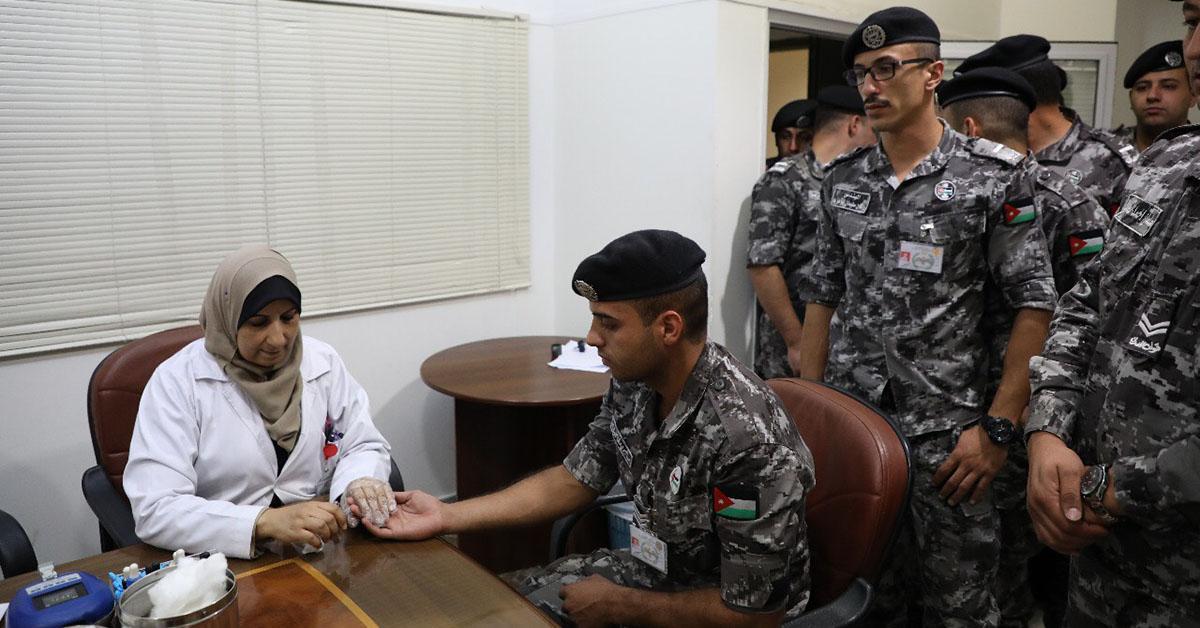 """قوات الدرك تتبرع بالدم في حملة """"قطرة من دمك تنقذ روحا"""""""