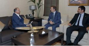 الأمير فيصل يستقبل رئيس اللجنة البارالمبية الدولية