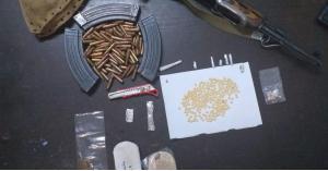الأمن يضبط ٤ اشخاص بحوزتهم سلاح ناري ومواد مخدرة