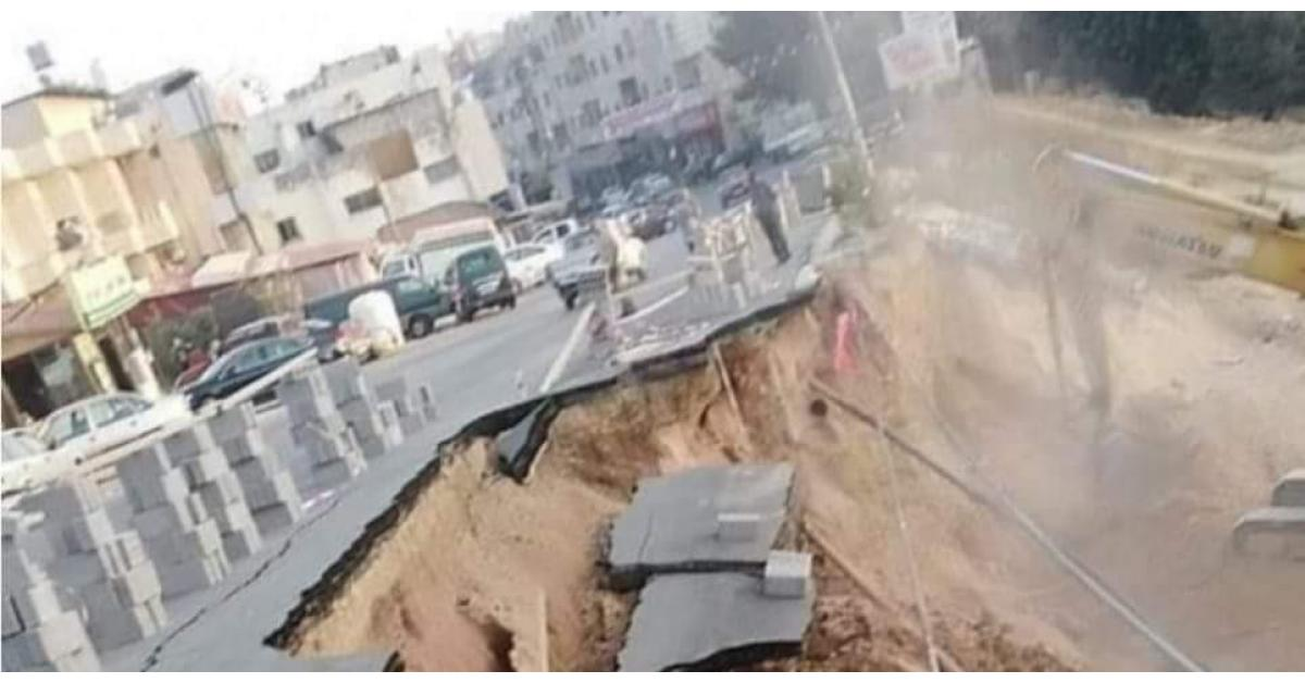 إنهيار شارع رئيسي في السلط بسبب الحفريات