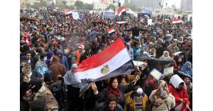 تظاهرات في ميدان التحرير تطالب بإسقاط النظام