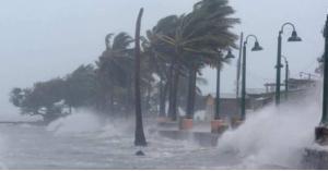 إعصار لورينا يتحول لعاصفة مدارية