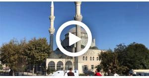 لحظة انهيار مئذنة مسجد بتركيا بسبب الزلزال (فيديو)