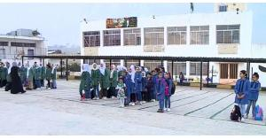 طلبة المدارس الحكومية يلتحقون بالدوام ويواجهون بالصد من قبل المعلمين