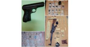 القبض على ١٦ مروجا للمخدرات بحوزتهم خمسة أسلحة نارية (صور)