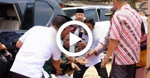داعشي يهاجم وزير الأمن الإندونيسي بالسكين (فيديو)