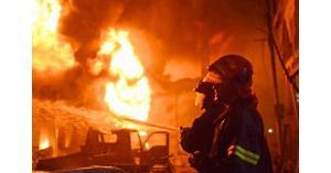 حريق كبير في مصنع بالموقر