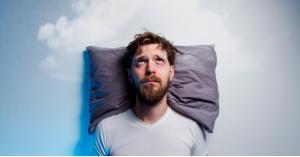 لماذا يعجز العالم عن النوم؟ إليك مسببات الأرق