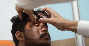 كيف تحمي عينيك من آثار أضواء الشاشات الإلكترونية؟