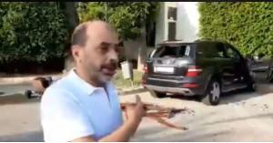 تكسير سيارة مواطن اردني في لبنان ..فيديو