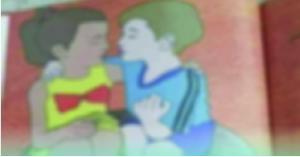 الحكومة توضح حقيقة صورة الطفل والطفلة وهم يحتضنان بعضهما في احد الكتب المدرسية