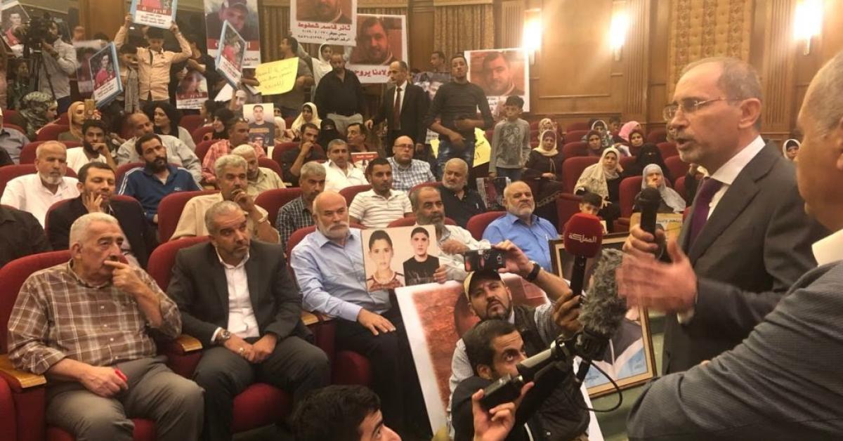 الصفدي يلتقي ذوي الأسرى الأردنيين المعتصمين