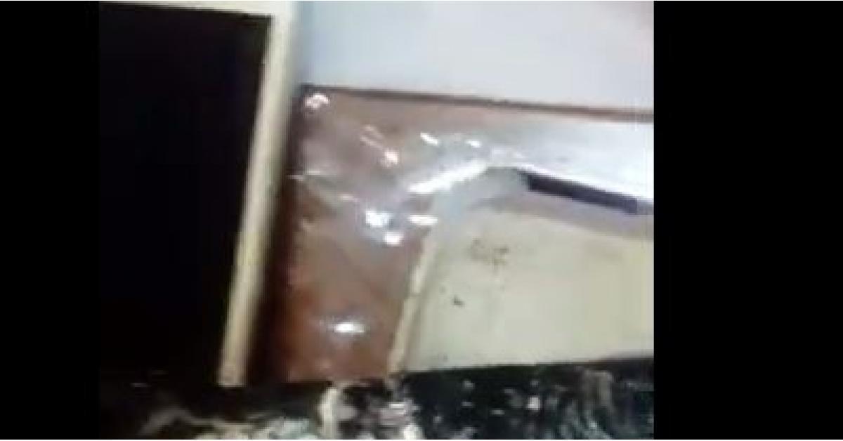 انفجار هاتف بيد طفل في عمان.. فيديو