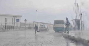 بالفيديو.. بدء تساقط الأمطار في المملكة