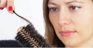 لماذا يتساقط الشعر أكثر خلال فصل الخريف؟