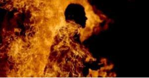 سوري يشعل النار بنفسه
