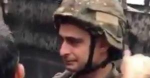 شاهد.. بكاء جندي لبناني أثناء تفريق احد المظاهرات في لبنان