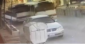 سباق حافلتين ينتهي بحادث مروع بالكرك.. فيديو