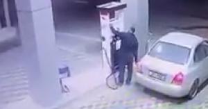 حدث في الأردن.. عبأ بنزين في سيارته ثم هرب وكانت المفاجأة صاعقة.. فيديو