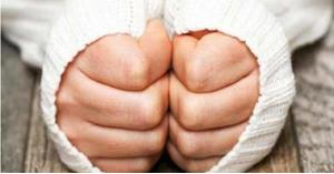 تحذير من برودة اليدين المستمرة