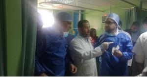 وزير الصحة يجري عمليات جراحية لسياح تعرضوا للطعن