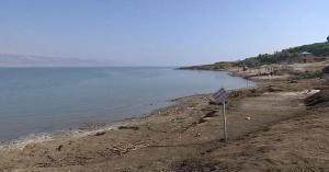 انقاذ شخصان من داخل مياه البحر الميت