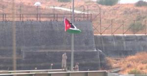 الجيش العربي يرفع علم الأردن على الباقورة - فيديو