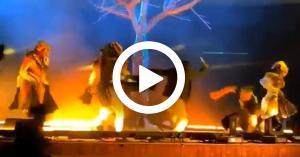 طعن فرقة مسرحية خلال العرض في الرياض.. فيديو