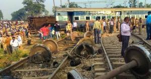 فيديو يوثق مأساة بنغلادش.. ضحايا في تصادم قطارين