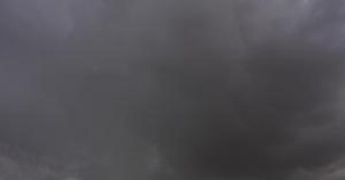 سحابة رعديه مرفقة بالأمطار بإتجاه المملكة ووجود تحذيرات