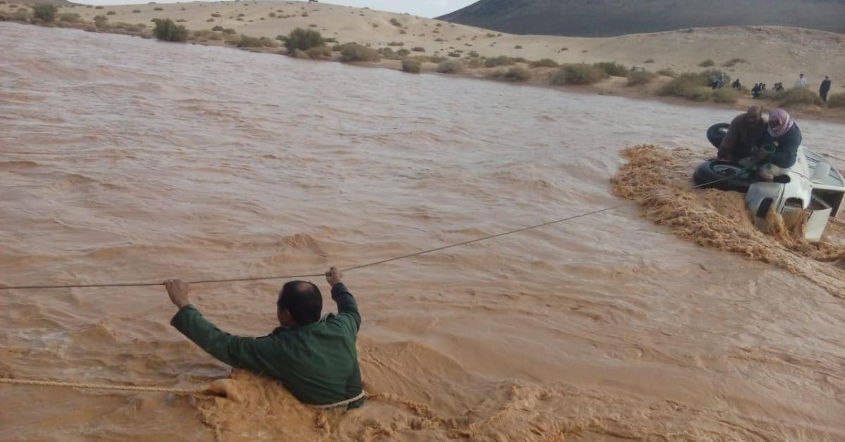 الأمن ينقذ 4 أشخاص حاصرتهم مياه الأمطار