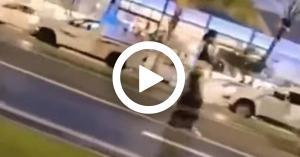 فتاة تتحرش بالشباب في السعودية.. فيديو