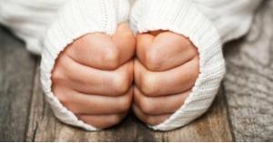 سر برودة أطراف الأيدي والأقدام في الشتاء
