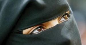 سعودية تخسر بناتها بسبب كشف وجهها بلقاء تلفزيوني