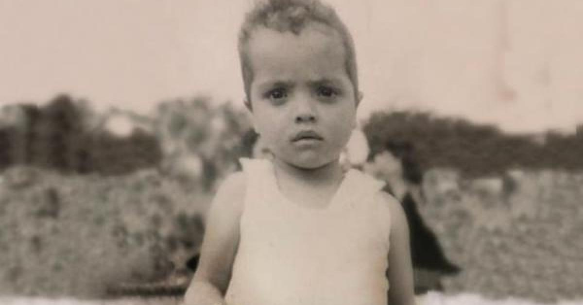 محمد هنيدي يسخر من صورته صغيرا
