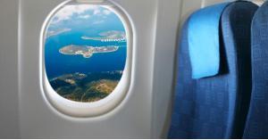 ما سر إجبار الركاب على فتح نوافذ الطائرة عند الإقلاع والهبوط؟