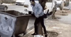 شاهد  بالفيديو.. شاب يلقي أحد الأطفال في الـ