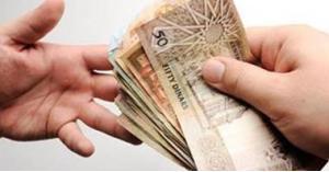الحكومة تكشف قيمة زيادة رواتب الموظفين