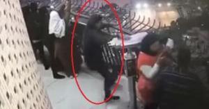 لحظة انتحار طالب من أعلى برج القاهرة.. فيديو