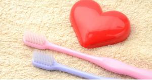 لن تصدق.. تنظيف الأسنان بانتظام يقي قلبك من هذا المرض