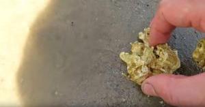 باحث عن الكنوز يعثر على أكبر قطعة ذهبية